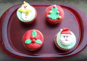 cupcake alle nocciole con soggetti natalizi